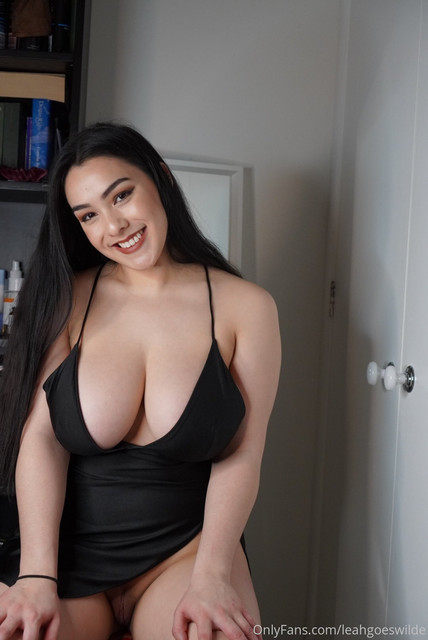 Leah-Wilde-Leahgoeswilde-Onlyfans-Nude-Video-and-Naked-Pics-16